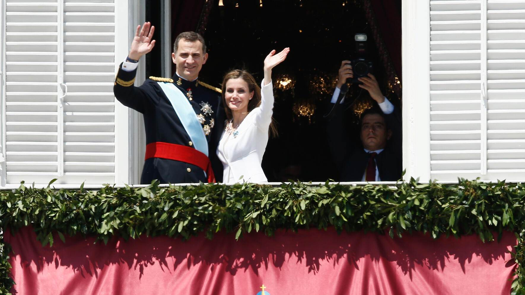 MADRID, SPAIN - JUNE 19:  King Felipe VI of Spain and Queen Letizia of Spain appear at the balcony of the Royal Palace during the King's official coronation ceremony on June 19, 2014 in Madrid, Spain. The coronation of King Felipe VI is held in Madrid. His father, the former King Juan Carlos of Spain abdicated on June 2nd after a 39 year reign. The new King is joined by his wife Queen Letizia of Spain.  (Photo by Andreas Rentz/Getty Images)