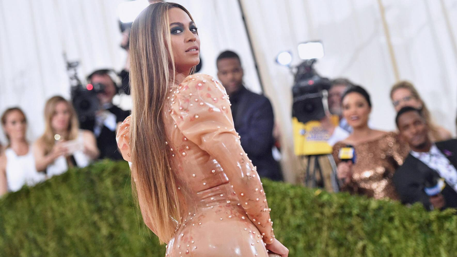 """NEW YORK, NY - MAY 02:  Beyonce attends the """"Manus x Machina: Fashion In An Age Of Technology"""" Costume Institute Gala at Metropolitan Museum of Art on May 2, 2016 in New York City.  (Photo by Mike Coppola/Getty Images for People.com)"""