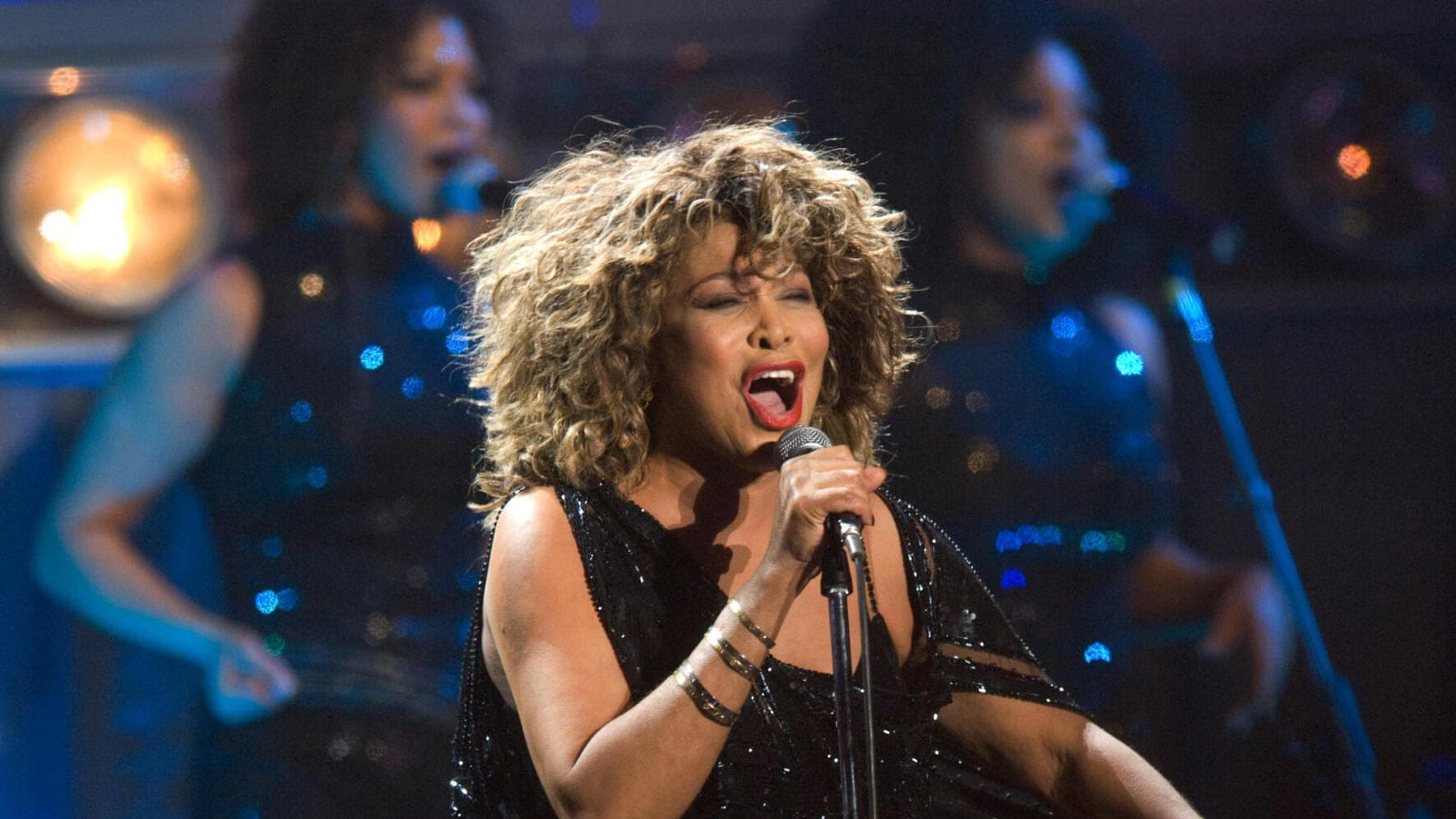 ARNHEM, NETHERLANDS - MARCH 21: Tina Turner performs on stage at the Gelredome on March 21st, 2009 in Arnhem, Netherlands. (Photo by Rob Verhorst/Redferns)