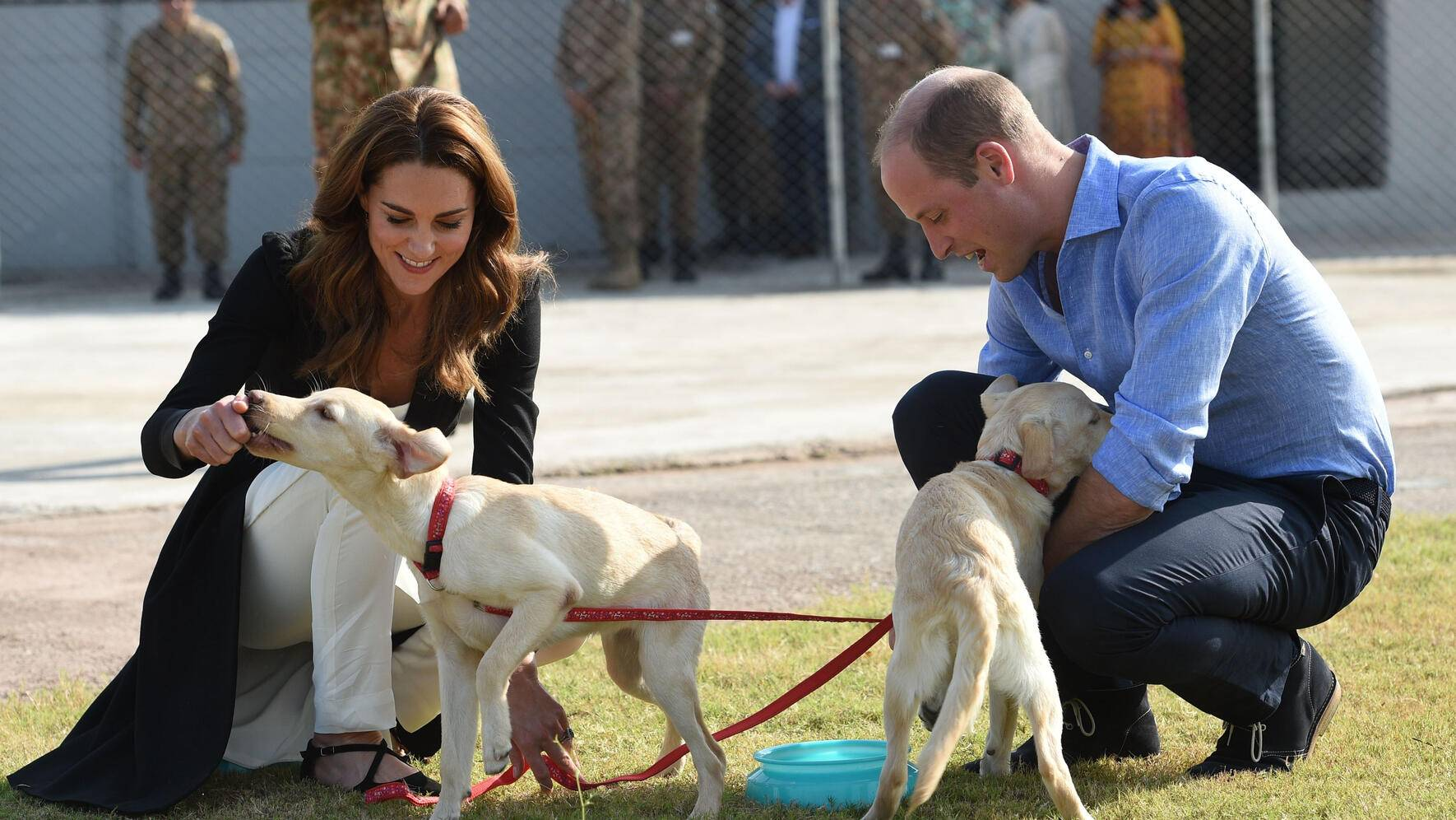 18/10/2019. Islamabad, Pakistan. The Duke and Duchess of Cambridge during a visit to the recently opened Army Canine Centre in Islamabad, Pakistan, on the final day of their Royal Tour. ( i-Images / Polaris)  (FOTO:DUKAS/POLARIS)