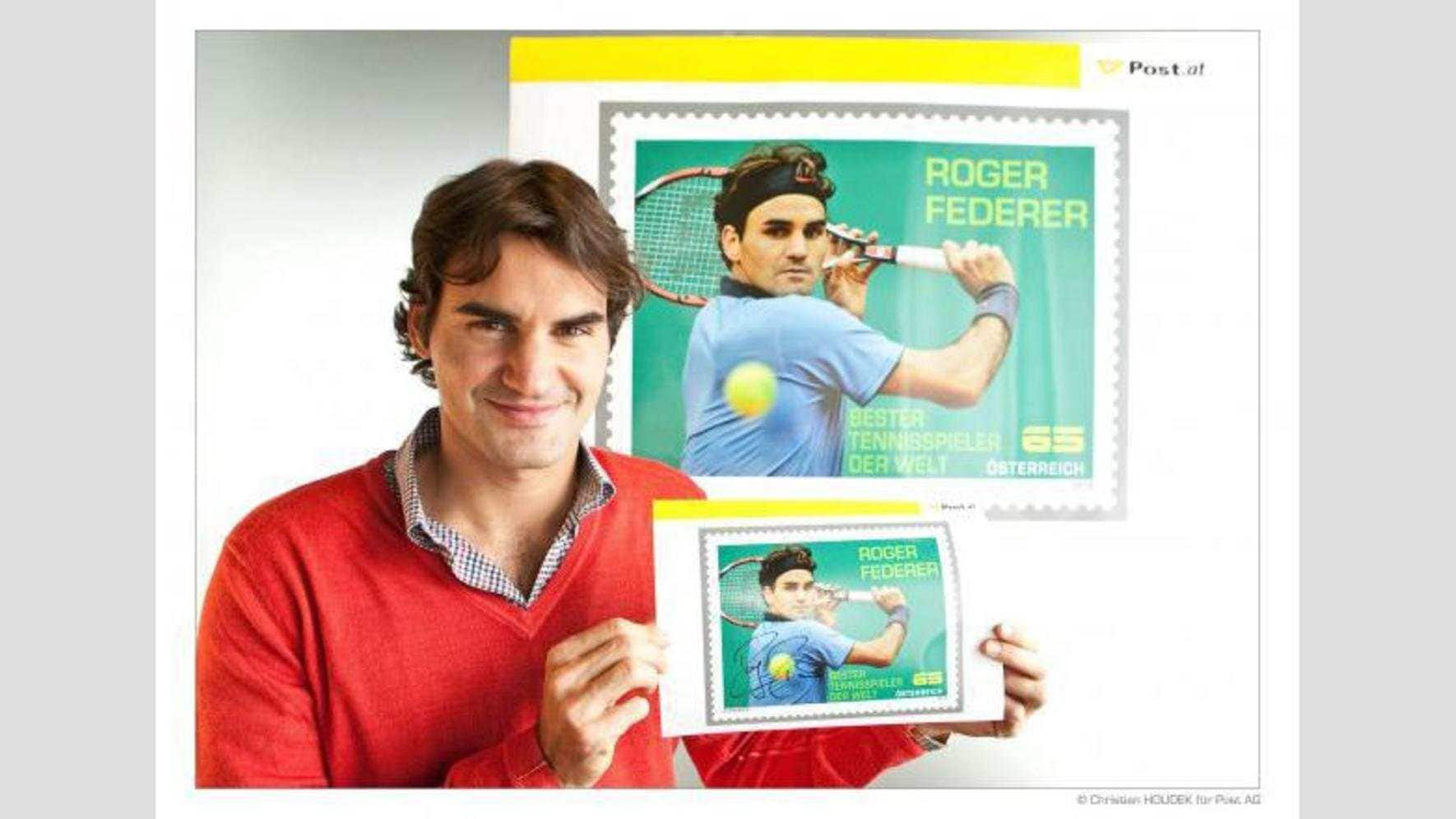 Roger Federer kommentiert das Foto auf Facebook: «I am on my way to visit one of the projects that I support in Ethiopia. But before I left home yesterday, the Austrian Postal Service presented me with a stamp. It was a nice honor.»