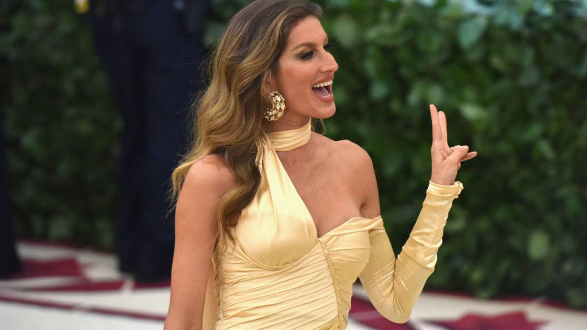 NEW YORK, NY - MAY 07:  Gisele Bundchen attends the Heavenly Bodies: Fashion & The Catholic Imagination Costume Institute Gala at The Metropolitan Museum of Art on May 7, 2018 in New York City.  (Photo by Sean Zanni/Patrick McMullan via Getty Images)
