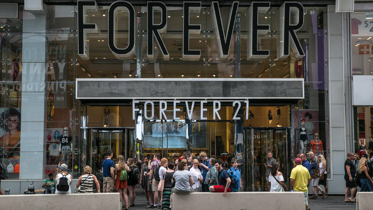 NEW YORK, NY - JUNE 10:  A crowd of people gather outside the Forever 21 store in Times Square on June 10, 2017 in New York City. With a full schedule of conventions and major sporting events taking place around the island of Manhattan each week, millions of global visitors will converge on New York City this year. (Photo by George Rose/Getty Images)