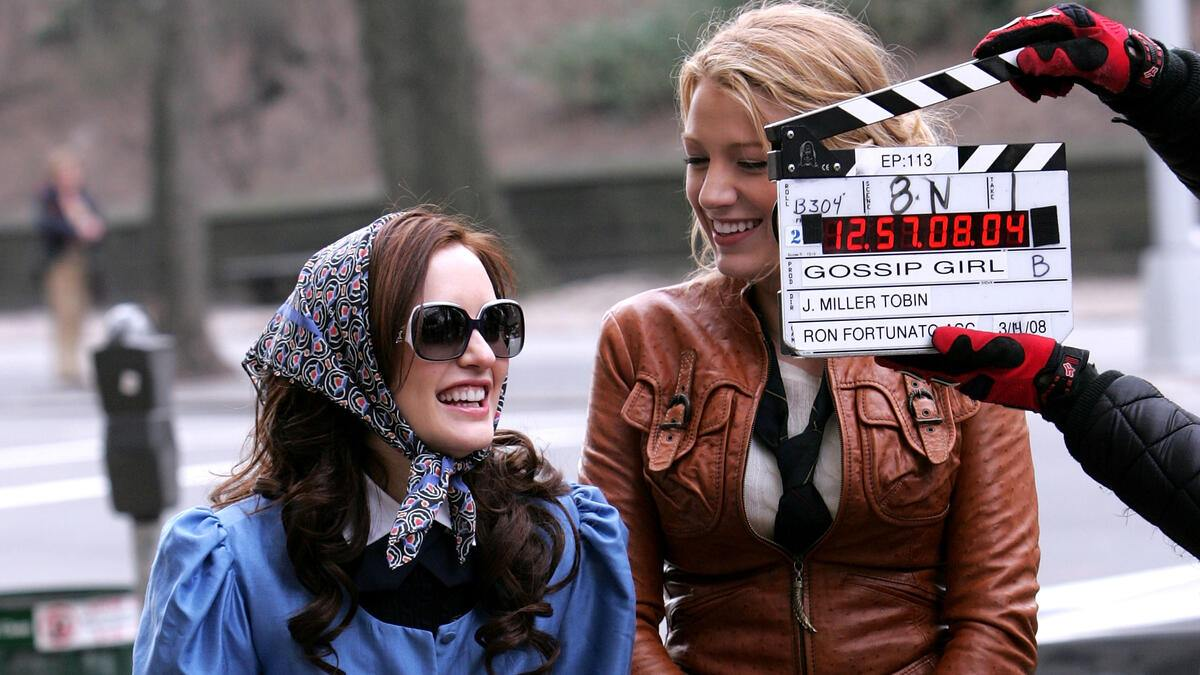 """NEW YORK - MARCH 14:  Actresses Leighton Meester and Blake Lively on location for """"Gossip Girl"""" on March 14, 2008 in New York City.  (Photo by James Devaney/WireImage)"""