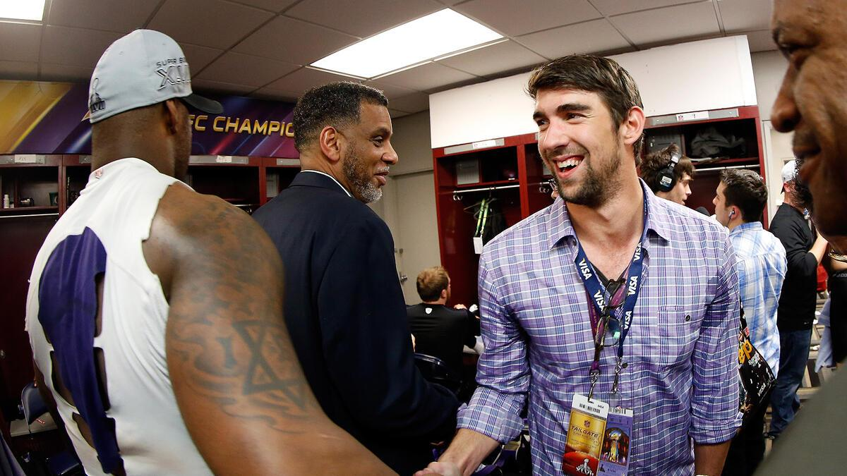 Super Bowl 2013 Michael Phelps gratuliert den Baltimore Ravens