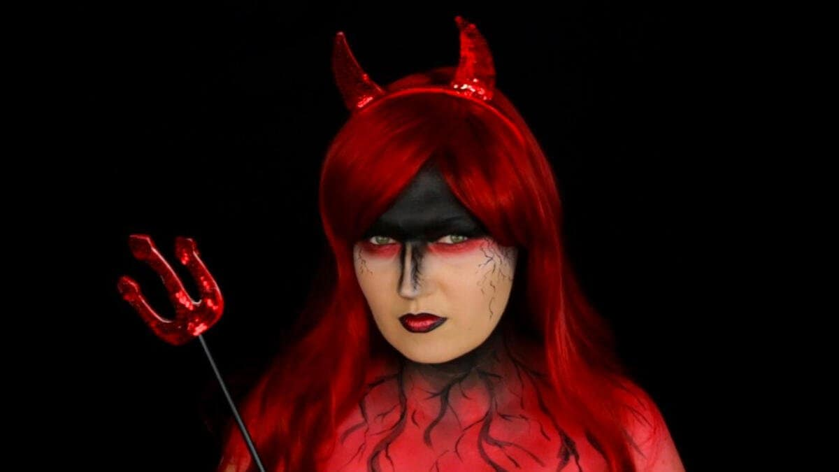 Julia Graf youtube Video Tutorial Halloween Teufel