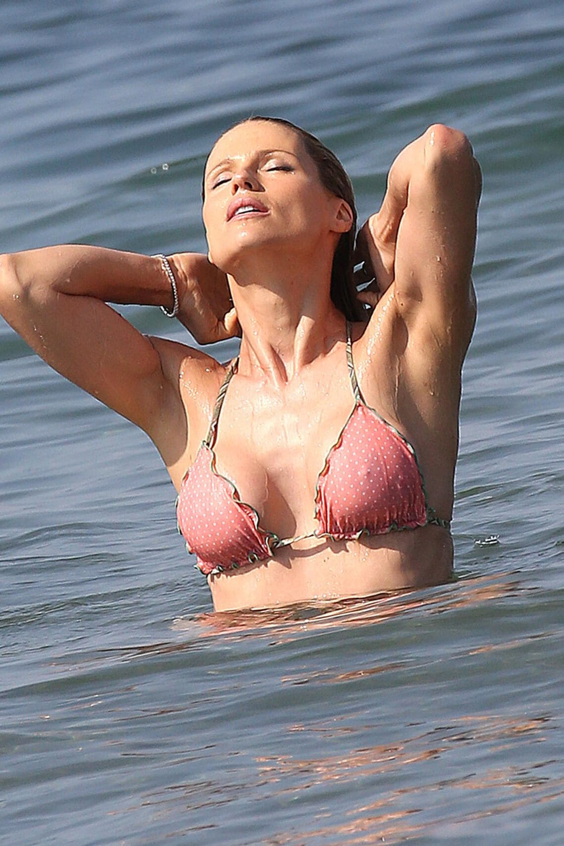25.JUNE.2016 - FORTE DEI MARNI - ITALY**NOT AVAILABLE FOR ITALY**Michelle Hunziker has fun in the sea at the beach in Forte dei MarniBYLINE MUST READ : XPOSUREPHOTOS.COM***UK CLIENTS - PICTURES CONTAINING CHILDREN PLEASE PIXELATE FACE PRIOR TO PUBLICATION *****UK CLIENTS MUST CALL PRIOR TO TV OR ONLINE USAGE PLEASE TELEPHONE  44 208 344 2007 ***  (FOTO: DUKAS/XPOSURE) *** Local Caption ***