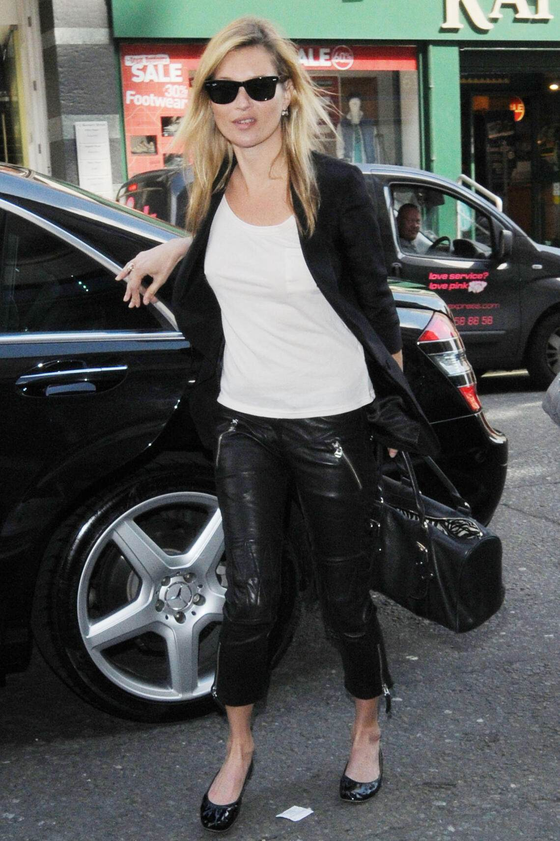 ©2010 RAMEY PHOTO /XPOSURE 20.APRIL.2010 - LONDON - UK KATE MOSS ARRIVES AT SOME LONDON OFFICES DRESSED IN A SLIGHTLY SHORTER VERSION OF HER FAVOURITE LEATHER TROUSERS. JJMR/XP (Photo by Philip Ramey/Corbis via Getty Images)