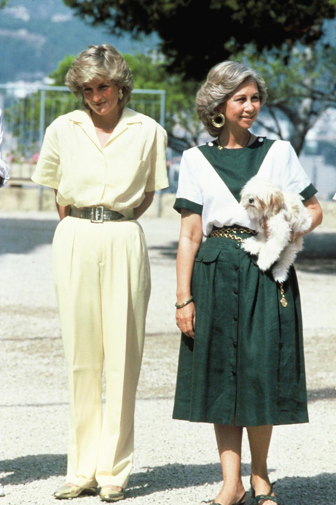 MAJORCA - AUGUST:  Princess Diana and Queen Sofia of Spain on holiday in Majorca where the Princess stayed with the Spanish Royal Family. 10 August, 1987.    (Photo by Anwar Hussein/WireImage)