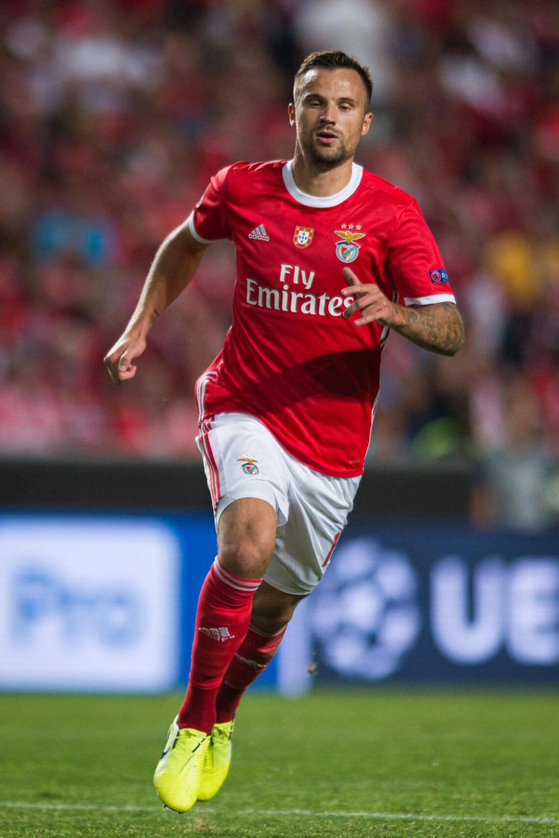 LISBON, PORTUGAL - SEPTEMBER 17: Haris Seferovic of SL Benfica during the UEFA Champions League group G match between SL Benfica and RB Leipzig at Estadio da Luz on September 17, 2019 in Lisbon, Portugal. (Photo by TF-Images/Getty Images)