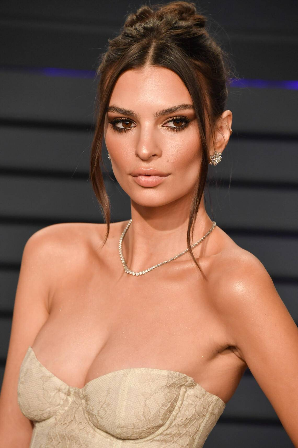 BEVERLY HILLS, CALIFORNIA - FEBRUARY 24: Emily Ratajkowski attends the 2019 Vanity Fair Oscar Party hosted by Radhika Jones at Wallis Annenberg Center for the Performing Arts on February 24, 2019 in Beverly Hills, California. (Photo by George Pimentel/Getty Images)
