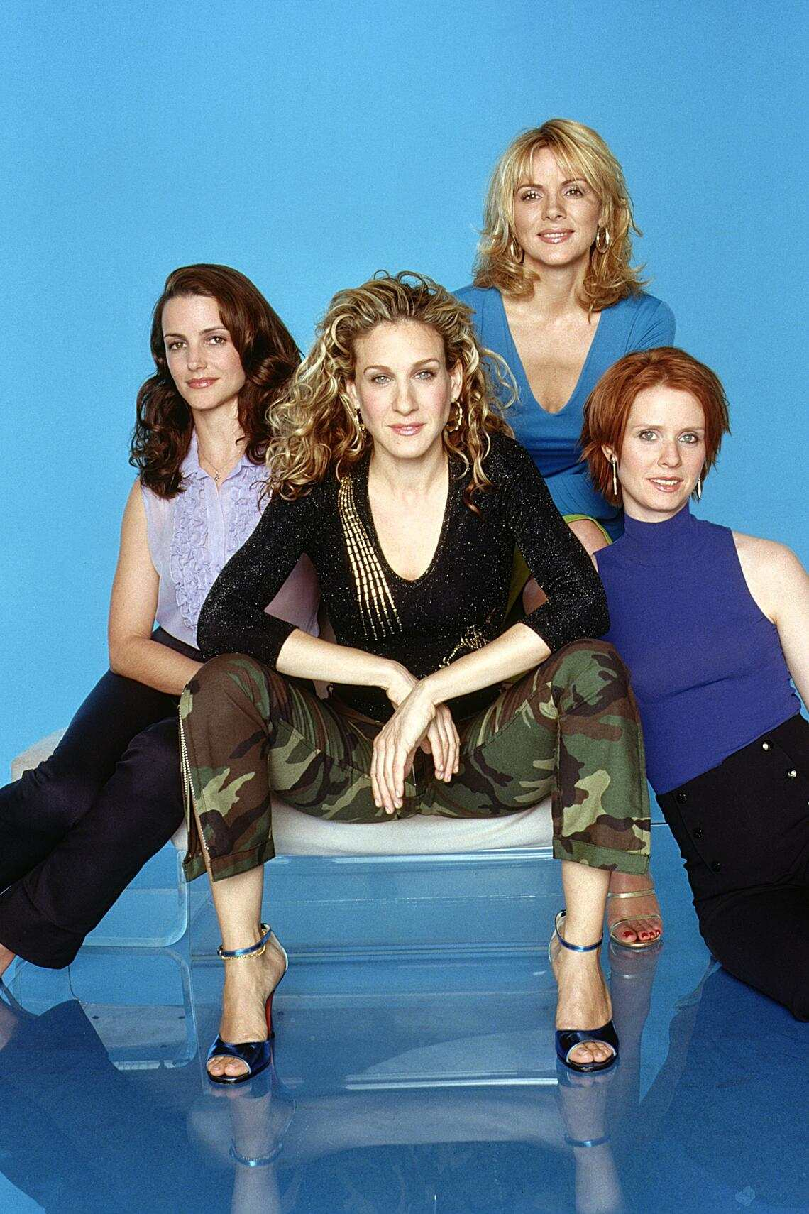 """382260 05: (L-R) Kristin Davis, Sarah Jessica Parker, Kim Cattrall and Cynthia Nixon star in the comedy series """"Sex And The City"""" now in its third season. (Photo by HBO/Newsmakers)"""