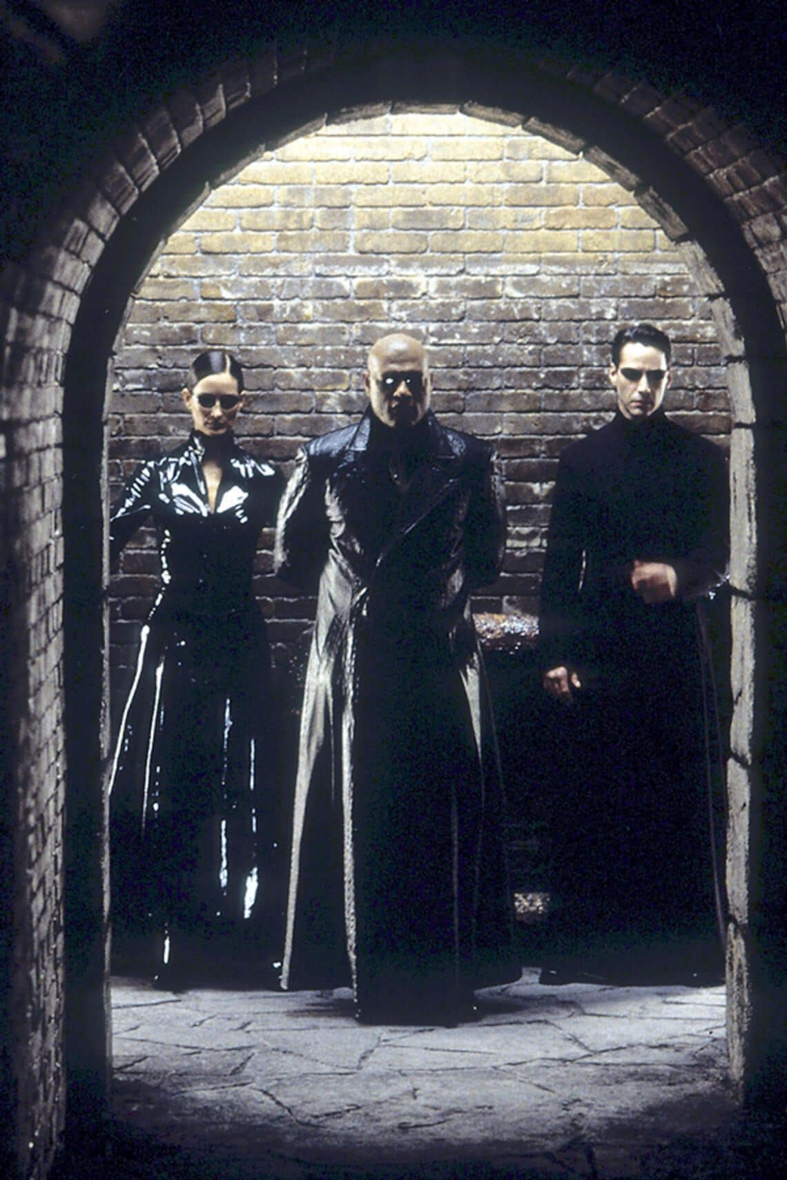Carrie-Anne Moss, Laurence Fishburne und Keanu Reeves in Matrix