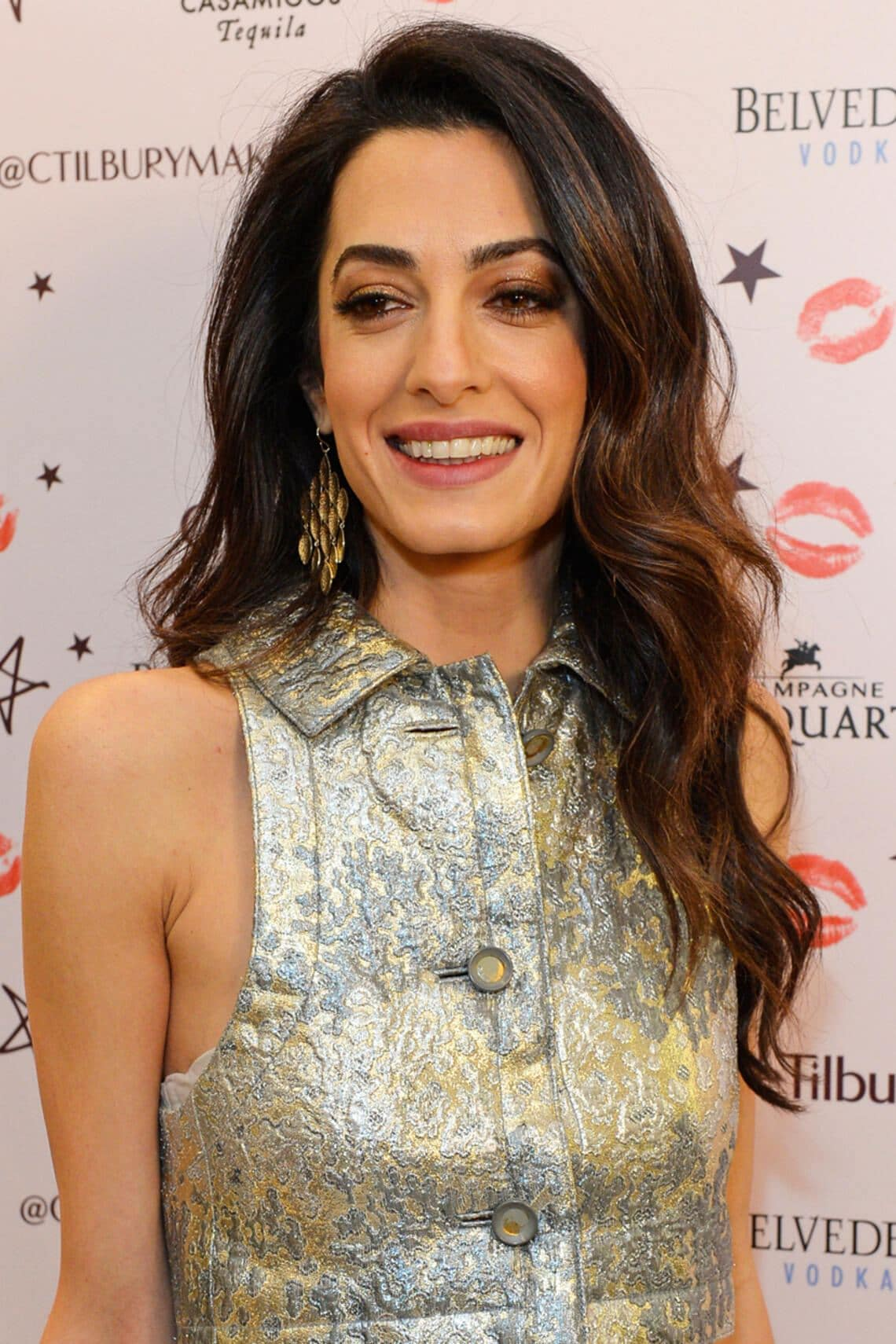 Amal Clooney Weihnachtsoutfit