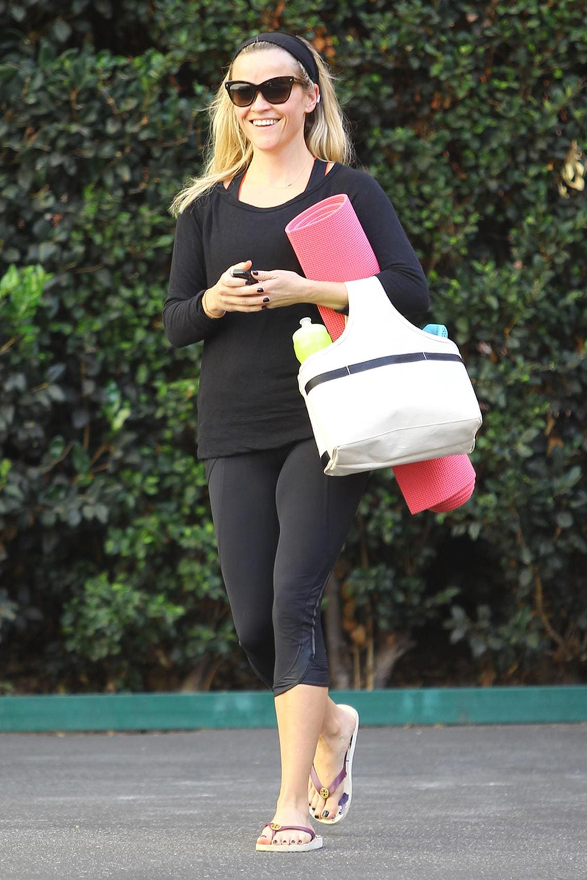 Reese Witherspoon mit Yogamatte