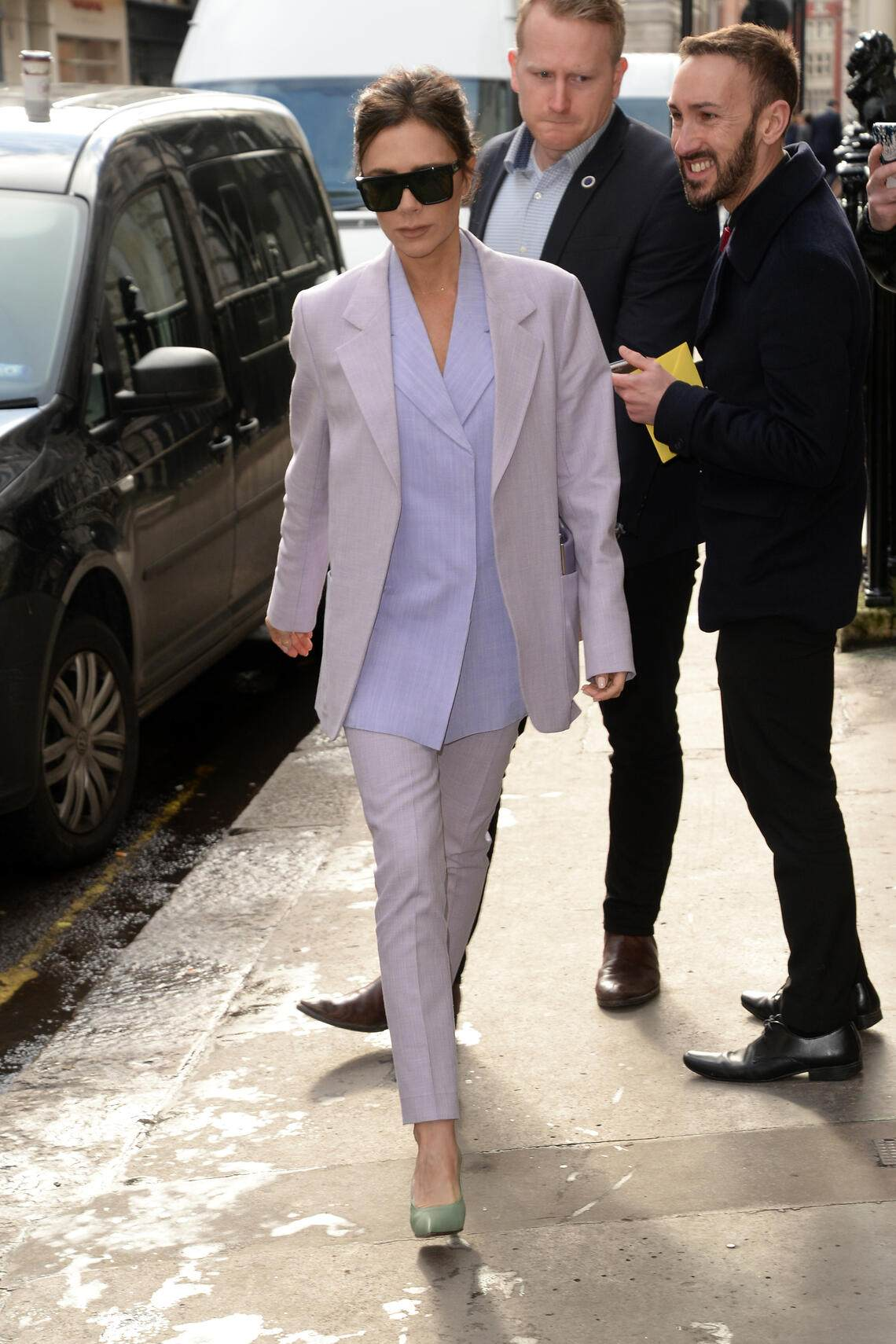 LONDON, UNITED KINGDOM - MARCH 08: Victoria Beckham arrives at her shop in Dover Street on March 08, 2018 in London, England.PHOTOGRAPH BY Barcroft Images (Photo credit should read Barcroft Images / Barcroft Media via Getty Images)